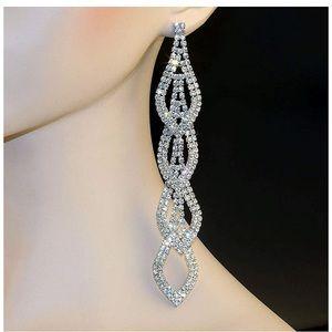 🆕Exquisite Dangling Chandelier Rhinestone Earring